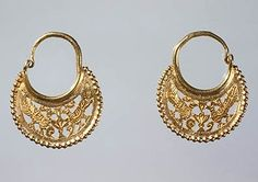 Pair of Crescent-Shaped Earrings with Confronted Peacocks, Early Byzantine, 6th–7th century, BZ.1952.13.1–2
