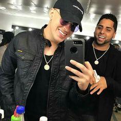 Esa sonrisa  Bad Bunny Daddy Y Yankee, Pusheen, Puerto Rican Singers, Latin Artists, Baby Daddy, To My Future Husband, Bad Boys, Gorgeous Men, Celebs