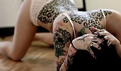 the placement of the leopard tattoo is perfect, the shoulders are so cat like and sexy <3