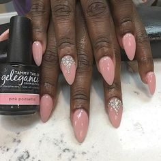 Beautiful set using Pink Poinsettia Gel Polish by @kimmieexbooo ✨