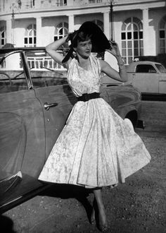 Cinch waisted, full skirted early 50s summer fabulousness. #vintage #1950s #fashion #dress