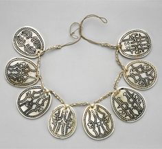Solomon Islands | Necklace from the Kwaio people | Tridacna shell, black pigment and plant fiber