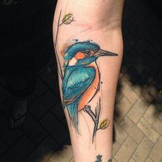 Sven van Kratz does amazing animal tattoos #bird #kingfisher