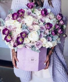 // Just take a look at these amazing flowers! Bouquet by - world of flowers Amazing Flowers, My Flower, Fresh Flowers, Beautiful Flowers, Purple Flowers, Spring Flowers, Beautiful Flower Arrangements, Floral Arrangements, Frühling Wallpaper