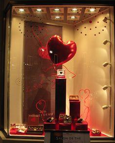 https://flic.kr/p/5MnDmh | Valentine's Day store window | This photograph is used on www.squidoo.com/storewindows