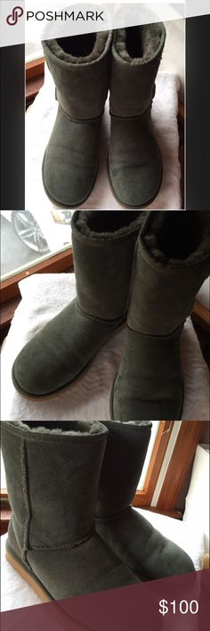 Hunter Green Uggs SHORT Rare EUC WOMENS 7 Hunter Green short Uggs Rare EUC, Like new. women's 7.  Authentic. BOXKEPT  I wore these 1/2x tops. Msrp $160@time.. Excellent condition. No rips,etc. only sign of wear can be seen in pic 4-I believe water marks. I have no room for stuff anymore :). Super warm.  Great color for all ages. Unisex. UGG Shoes Winter & Rain Boots