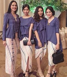More often than not, bridesmaides inspirations captivate the eyes. Kebaya Lace, Kebaya Hijab, Batik Kebaya, Kebaya Dress, Kebaya Muslim, Batik Dress, Kimono, Kebaya Brokat, Blouse Batik
