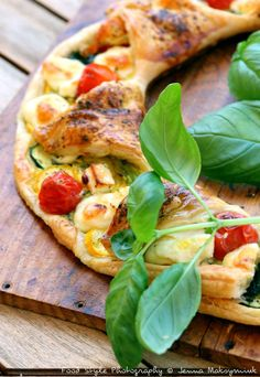 Tart of Provence Pie Recipes, Healthy Recipes, Tomato And Cheese, Tasty, Yummy Food, Food Decoration, Vegetable Pizza, Entrees, Food And Drink
