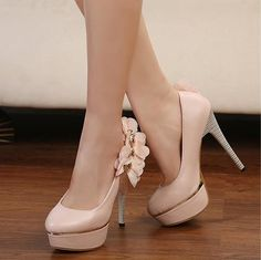 If your looking for the ideal wedding heels or bridesmaid heels then these apricot high heel flower decoration are to die for. Sexy High Heels, High Heel Pumps, Pumps Heels, Cheap Designer Shoes, Cheap Shoes, Bridesmaids Heels, Wedding Heels, Wholesale Shoes, Pink Shoes