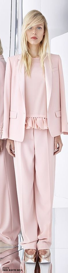 DKNY Resort 2015 Fashion Show Collection: See the complete DKNY Resort 2015 collection. Look 29 Donna Karan, Haute Couture Style, Pink Fashion, Fashion Show, Fashion Design, Runway Fashion, Women's Fashion, Rosa Style, Mode Rose