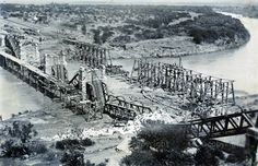 The iron rail bridge outside Colenso was blown up by the Boers, but replaced by a wooden trestle bridge.