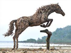 Dalgaların Getirdiği Atlar - Dalgaların Karaya Attığı Odun Parçalarından Yapılmış, Dört Nala Giden Atlar