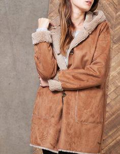 Chez Stradivarius, tu trouveras 1 Manteau double face à capuche pour femme  pour seulement 59.95 9f9b90899d2