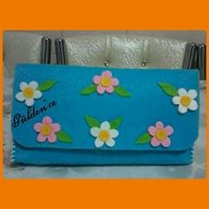 "95b8e021db723 🌹GÜLDEN🌹 on Instagram: ""PAPATYALI KAPAKLI CÜZDAN #keçe#kece#papatya#mavi# keçecüzdan #cüzdan#felt#feltro#feltcraft#feltflowers ..."