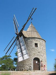 Le Moulin de Saint-Elzéar Montfuron is a windmill located in the municipality of Montfuron in France. Located a few hundred meters from the village of Montfuron , it dominates the valley Durance.  It dates from 1640 during the reign of Louis XIV.  It is maintained by the town since 1969.