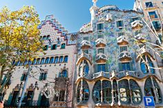 Casa Batlló in #SPAIN is one of Antoni Gaudí's artworks, and one of the world's most beautiful masterpieces! You cant go to Spain and not see these awesome designs!
