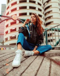 Best Ever Street Fashion Photography Women. How to Pose Like A Queen 👑 Pose Portrait, Portrait Photography Poses, Photography Women, Photography Hashtags, Photography Business, White Photography, Best Photo Poses, Girl Photo Poses, Girl Photos