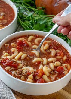 This ground beef and tomato soup is pure comfort food just like Grandma used to make! Tomato Macaroni Soup Recipe, Macaroni And Tomatoes, Crockpot Tomato Soup, Macaroni Casserole, Best Hamburger Casserole Recipes, Hamburger Soup, Slow Cooker Soup, Slow Cooker Recipes, Cooking Recipes