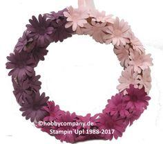 Papierblumen-Kranz mit der Stanze Gänseblümchen aus dem neuen Stampin`Up! Katalog. Dazu die ebenfalls neuen In Colorfarben. Das ist genau die richtige Deko für Frühling und Sommer