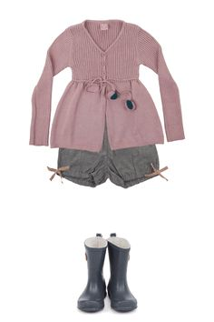 v-neck ribbed sweater with gathered leg shorts and gumboots