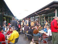 Naschmarkt Deli - ©Naschmarkt Deli Live Band, Deli, Street View, Homemade Iced Tea, Kinds Of Salad, Vegetarian Snacks, Essen