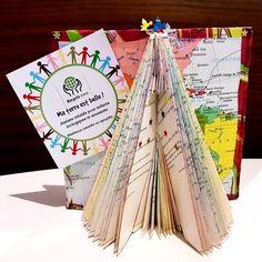 Tipi en livre plié et colorié Art, Book Folding, Old Books, Creative Workshop, Art Background, Kunst, Performing Arts, Art Education Resources, Artworks