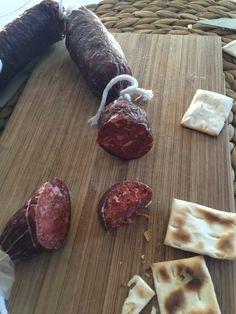 Para hacer chorizo en casa solo hace falta carne de cualquier clase y un poco de paciencia para que madure.