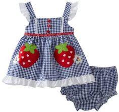 Stratwberry gardening weekly theme on Newborn Girl Dresses, Baby Girl Party Dresses, Baby Dress Design, Baby Girl Dress Patterns, Little Kid Fashion, Kids Fashion, Kids Outfits Girls, Girl Outfits, Cute Baby Girl