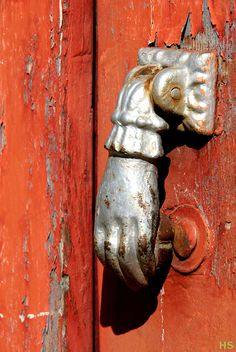 Knock knock by Art Rock (Hennie), via Flickr - Bragança, Portugal.