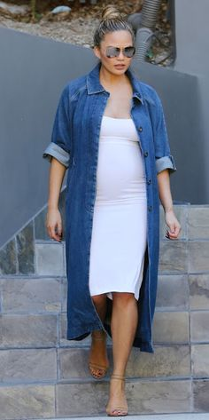 Pregnant fashion | Flattering dress and long jeans shirt dress