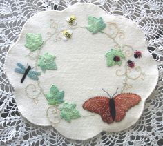 Summer Garden Wool Applique Penny Rug Kit Felt by FeltOnTheFly Felted Wool Crafts, Felt Crafts, Fabric Crafts, Penny Rug Patterns, Wool Applique Patterns, Applique Designs, Print Patterns, Felt Embroidery, Felt Applique