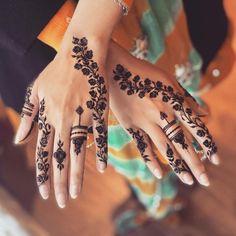 Pretty Henna Designs, Modern Henna Designs, Latest Henna Designs, Floral Henna Designs, Back Hand Mehndi Designs, Henna Art Designs, Mehndi Designs For Beginners, Mehndi Design Photos, Wedding Mehndi Designs