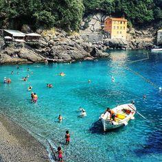 San Fruttuoso Liguria Italia  #italia #neverstopexploring #goexplore #igersitalia #italian_places #italia_landscape #total_italy #madeinitaly #volgoitalia #loves_italia #great_captures_italia #vivo_italia #foto_italiane #italian_city #colore_italiano #scatti_italiani #bellaitalia #travel #doyoutravel #italy_photolovers #italia360gradi #total_europe  #ok_europe #iloveitaly #volgoliguria #italia_super_pics #italianplaces #italian_trips #wanderluster #wearetravelgirls by blondie_brunette_trips