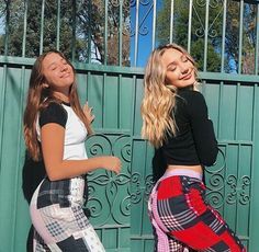 hiii lol/ sorry I haven't posted in a while crocodiles:} Mackenzie Ziegler, Maddie E Mackenzie, Maddie Ziegler, Dance Moms Dancers, Dance Moms Girls, Dance Outfits, Cute Outfits, Teen Girl Poses, Bff Pictures