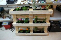 Pallet Vertical Flower Garden or Planter | Pallet Furniture DIY