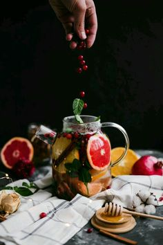Fragrant tea inspiration for Karen Gilbert Fruit Drinks, Yummy Drinks, Glace Fruit, Tea Recipes, Healthy Recipes, Food Design, Afternoon Tea, Food Styling, Food Art