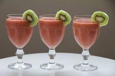 My Little Kitchen: Jordbær og kiwi smoothie
