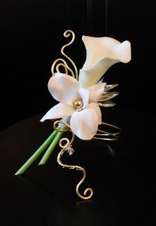 Calla lily and orchid boutonniere wire accents Prom Flowers, Bridal Flowers, Corsage And Boutonniere, Boutonnieres, Orchid Boutonniere, Corsage Wedding, Prom Corsage, Button Holes Wedding, Flower Corsage