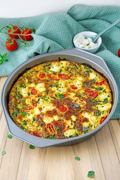 Low Carb Quiche mit Spinat und Feta Käse - Leckeres Abnehm-Rezept Veggie Recipes, Low Carb Recipes, Healthy Recipes, Quiches, Low Carb Quiche, Veggies, Lose Weight, Food And Drink, Snacks