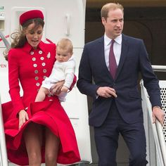 Lady in red! Kate has a Marilyn Monroe moment as she flashes her legs Down Under Pippa Middleton Bridesmaid, Kate Middleton Bikini, Kate Middleton Family, Kate Middleton Legs, Kate Middleton Pictures, Princess Kate Middleton, Princess Katherine, Reine Victoria, Princesa Kate