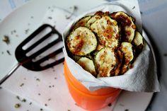 Počuli ste o zdravých čipsoch? Upečte si ich z cukety! Pumpkin Squash, Snack Recipes, Snacks, Tasty Dishes, Mashed Potatoes, Zucchini, Lunch, Vegan, Dinner