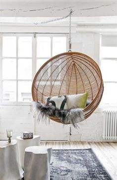 A hanging rattan chair placed in the garden or in your own home allows you to relax after a long day. Find your perfect hanging rattan chair with us! Ball Chair, Egg Chair, Swinging Chair, Hammock Chair, Hammock Stand, Chair Cushions, Take A Seat, My New Room, White Wood