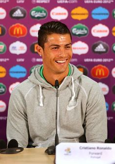 When he blessed this sweatshirt with his beautiful face. | 40 Times Cristiano Ronaldo Blessed The World With His Beautiful Presence