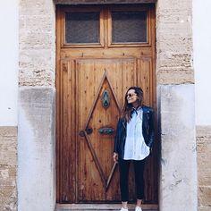 Big doors 😍 #mallorca #island #village #spain #architecture #traveler #coohucotravels #coohuco