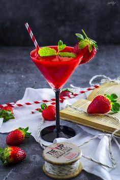 Truskawkowe Daiquiri Daiquiri, Fun Drinks, Happy Hour, Martini, Strawberry, Cocktails, Blog, Fruit, Tableware
