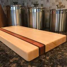 Woodworking Inspiration, Cool Woodworking Projects, Woodworking Videos, Wood Projects, Modern Cutting Boards, Diy Cutting Board, Butcher Block Cutting Board, Butcher Blocks, Handmade Drawers