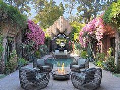 love this Frank Lloyd Wright Jr designed home