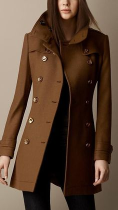 Short Double Wool Twill Trench Coat in Camel - Women - Damen Mode 2019 Mode Outfits, Fall Outfits, Fashion Outfits, Fashion Mode, Womens Fashion, Fashion Trends, Fashion Sets, Lolita Fashion, Emo Fashion