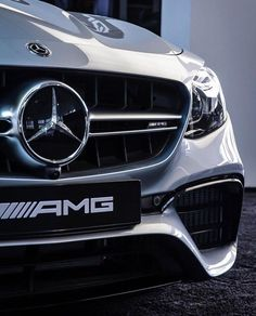 most up to date luxury cars that end up being dream cars. Not only does the outside look change, in this cars and truck there are also many of the current advanced attributes. Maserati, Bugatti, Mercedes Benz Logo, Mercedes Benz Cars, Mercedes Benz Wallpaper, Automobile, Audi, Mercedez Benz, Fancy Cars