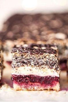 Pyszne ciasto przekładane Biskup Polish Desserts, Polish Recipes, No Bake Desserts, Delicious Desserts, Sweet Recipes, Cake Recipes, Dessert Recipes, First Communion Cakes, Icebox Cake